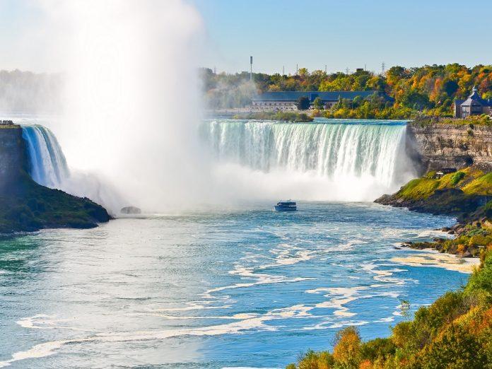 View of the Niagara Falls fall foliage